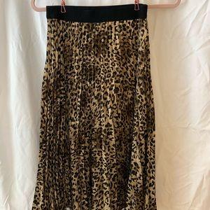 H&M pleated cheetah print mid length skirt